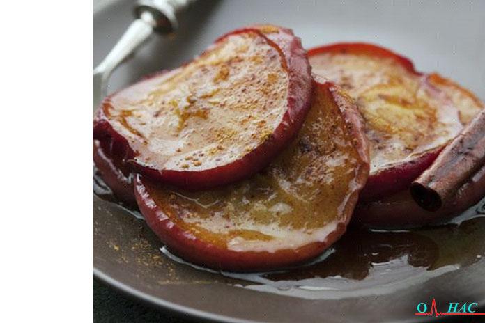 Первый перекус яблоко, запечённое с клёном и миндалём