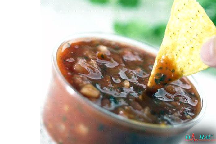 Второй перекус сальса из чёрной фасоли и чипсы