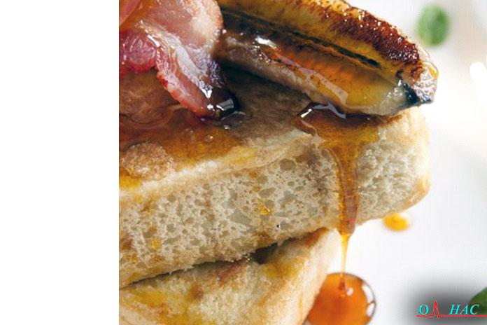 Завтрак французский тост сбананом ибеконом